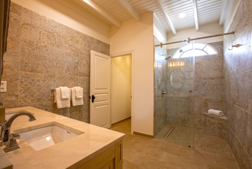 032-Master Bathroom